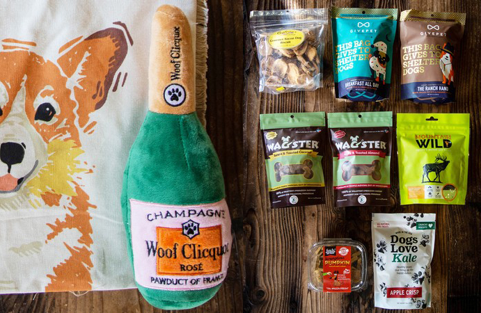A Corgi bag, champagne bottle dog toy, and dog treats are available at the Mutt Lynch tasting room.